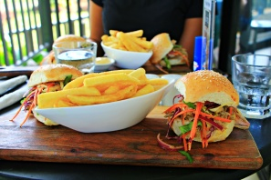 Aitutaki - Cafe Burger